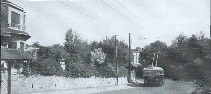 Na lince č. 19 byl roku 1941 zachycen vůz typu B 41. (foto: OTL / archiv G. Mullera)