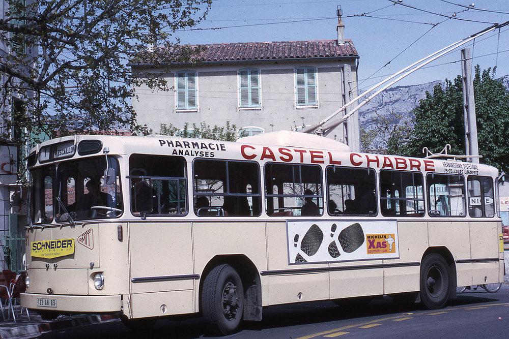 A zde už ev. č. 62, respektive nově ev. č. 91,po rekonstrukci, při které získalo karoserie, která byla vlastníautobusům Berliet PH 8-100. Snímek je také z roku 1967. (foto: Jean-Henri Manara)