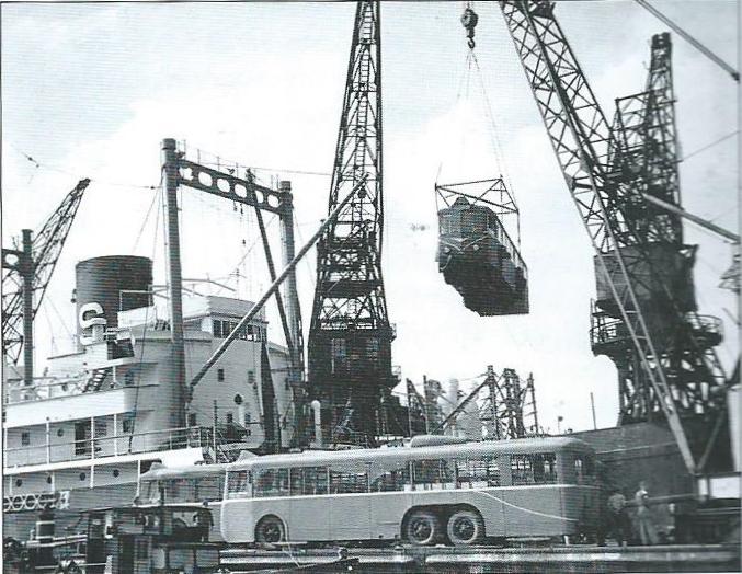 Vykládka vozů typu VA3 pro společnost TA v roce 1950. (foto: sbírka Marie-Gil Pleutin)