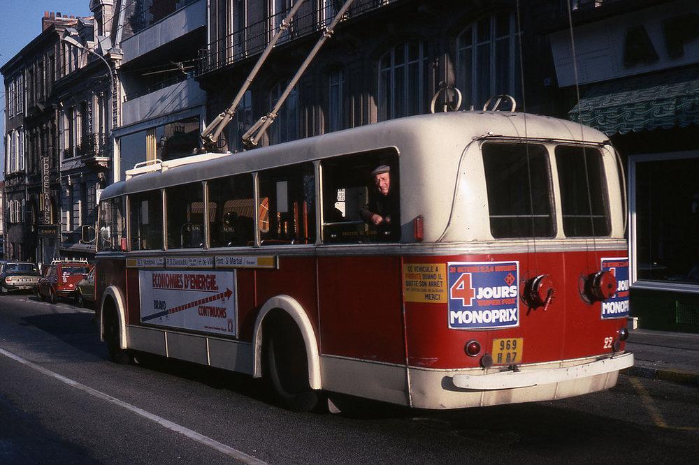 Opět limožský vůz typu CB 60 (ev. č. 22)na snímku z roku 1978. (foto: Jean-Henri Manara)