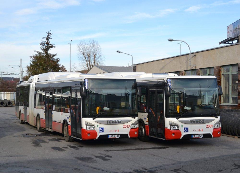 Autobusy Iveco Urbanway 18m Natural Power (s pohonem na CNG) brněnského DP. Celkem si DP pořídí 44 těchto autobůsů, jejichž financování z větší části zajistí EU. (foto: Ing. Jiří Černý)