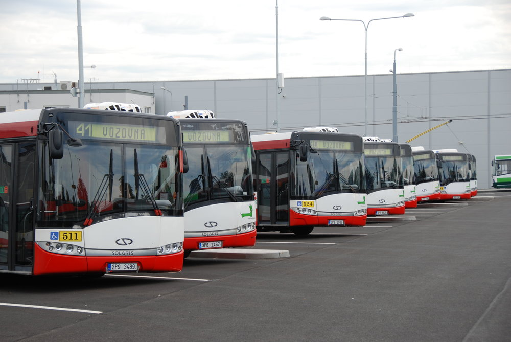 Autobusy Solaris Urbino v areálu vozovny Karlov v Plzni. (foto: Libor Hinčica)