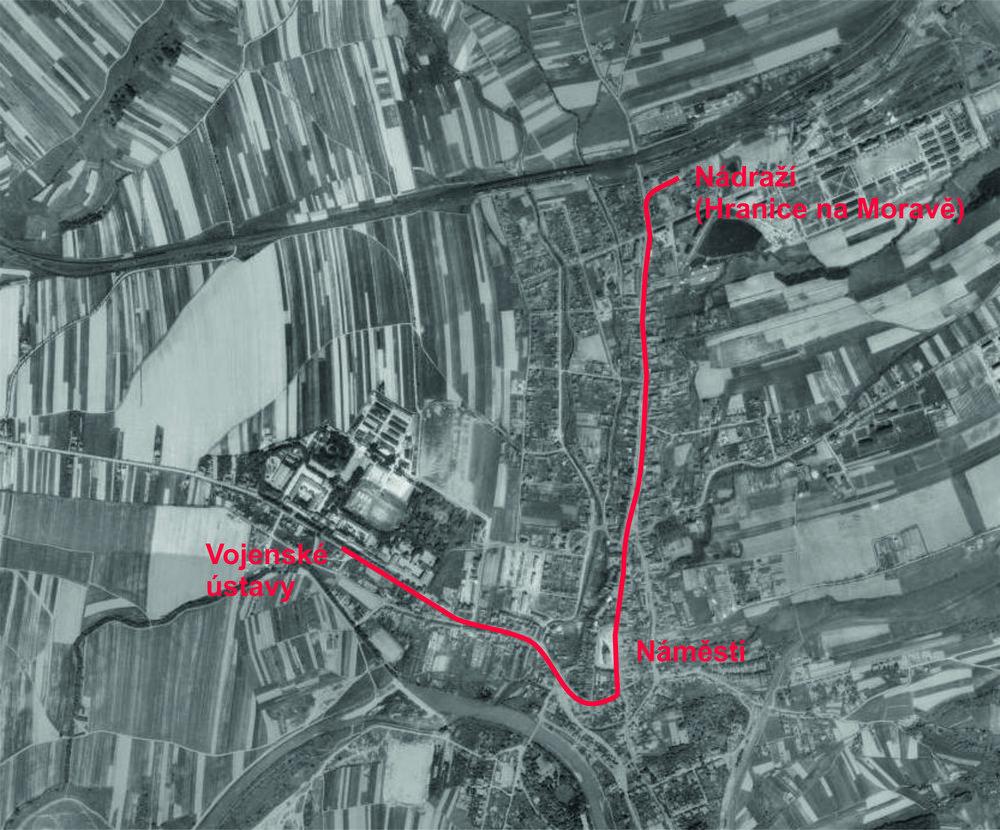 Přibližná podoba navrhované trasy parní tramvaje v Hranicích. Jako podklad byla použita letecká mapa z roku 1954. (zdroj: www.kontaminace.cenia.cz)