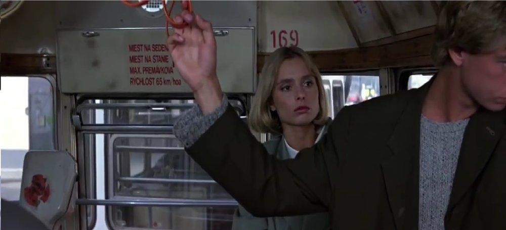 Na tomto záběru z filmu je anglická herečka Maryam d'Abo v roli Kary Milovy na plošině vozu typu L4. Je zde možné vidět nápisy ve slovenštině a ev. č. 169. (Převzato z filmu Dech života/The Living Daylights)