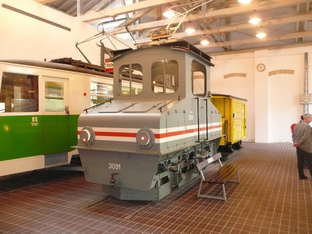 Elektrická lokomotiva ev. č. 1 (resp. 3091) v drážďanském tramvajovém muzeu. (zdroj: Wikipedia)