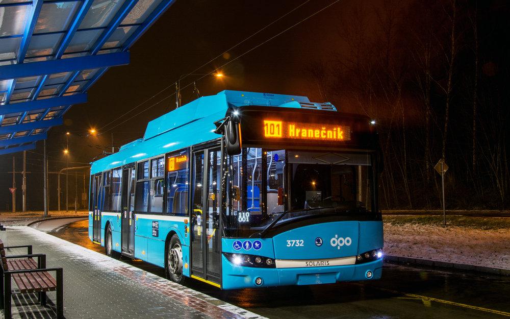 První ostravský parciální trolejbus zachycený ve výstupnízastávce Hranečník dne 23. 1. 2018. (foto: Marek Beneš)