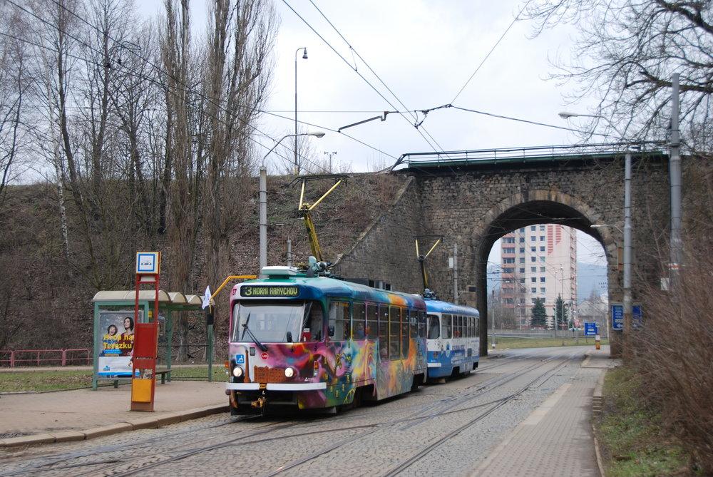 Oprava by se měla týkat i libereckého vozu T3R.PLF ev. č. 37. Na fotografii je zachycen u smyčky Viadukt v dubnu 2016. (foto: Libor Hinčica)