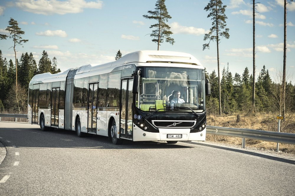 Volvo 7900 Articulated Hybrid na ilustrační fotografii výrobce. (foto: Volvo Buses)