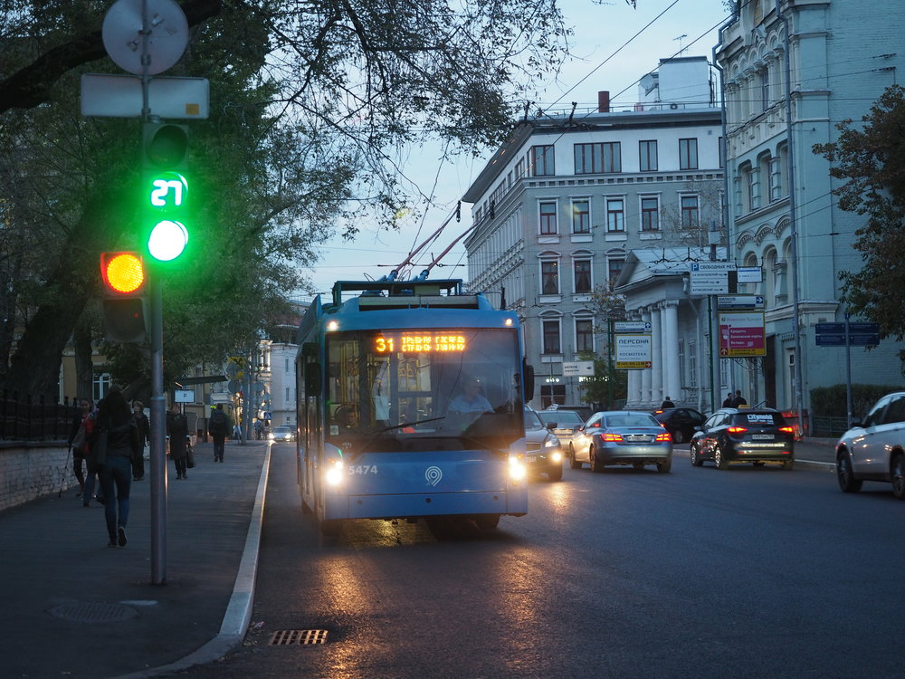 Trolejbus Trolza Megapolis v ulicích Moskvy. (foto: Artem Svetlov)