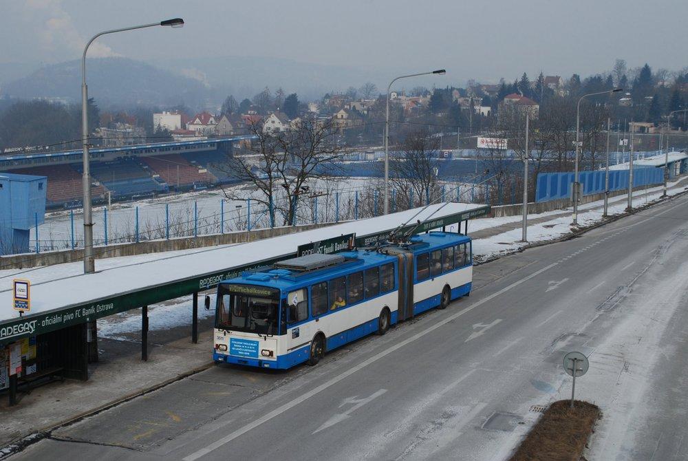 Trolejbus Škoda 15 Tr ev. č. 3511 v zastávce Jaklovecká poslední den provozu s cestujícími (3. 3. 2018). (foto: Libor Hinčica)