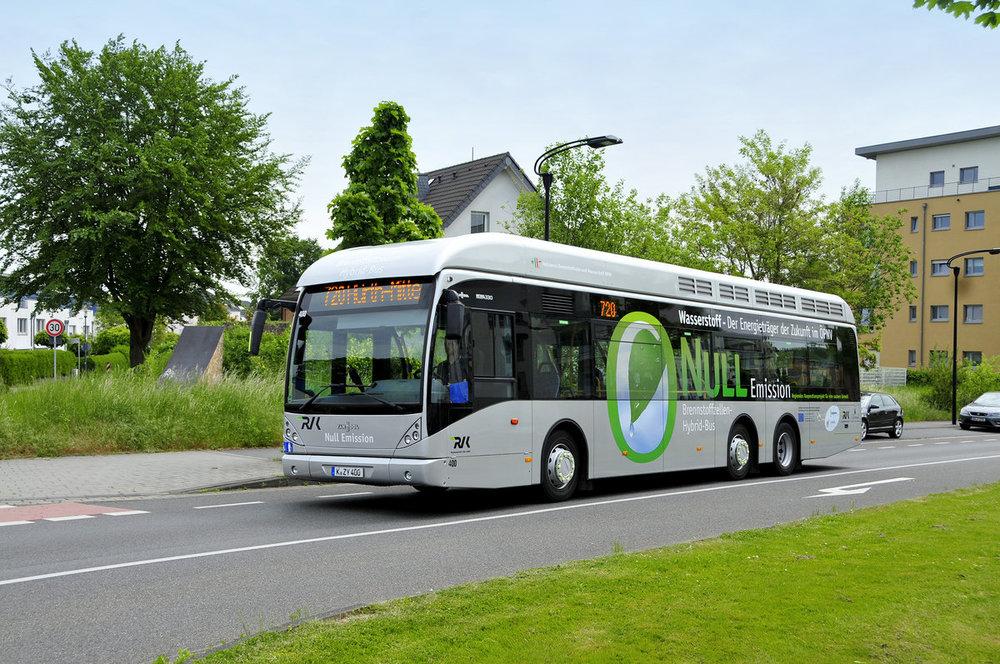 Ilustrační snímek třínápravového vodíkového autobusu Van Hool. 40 vozů pro Kolín nad Rýnem a Wuppertal bude vyhotoveno ve dvounápravovém provedení.(foto: Van Hool)