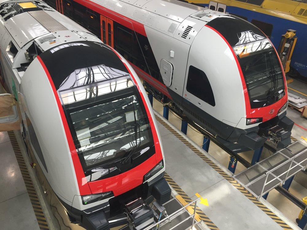 Kromě tramvají vyrábí závod Stadleru v Polsku jednotky Flirt pro několik zahraničních zákazníků. Zde vidíme vlaky pro Norsko.(foto: Libor Hinčica)