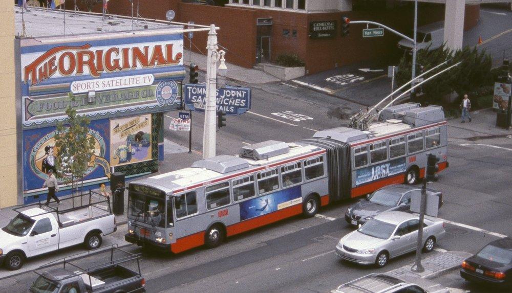 Trolejbusy 15 TrSF jsou již v ulicích San Franciska minulostí. (zdroj: Wikipedia.org)
