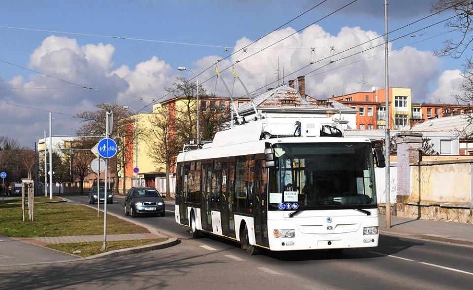 Trolejbus Škoda 30 Tr pro Prahu (a Hradec Králové) během zkoušek v Plzni. (foto: Zdeněk Kresa)