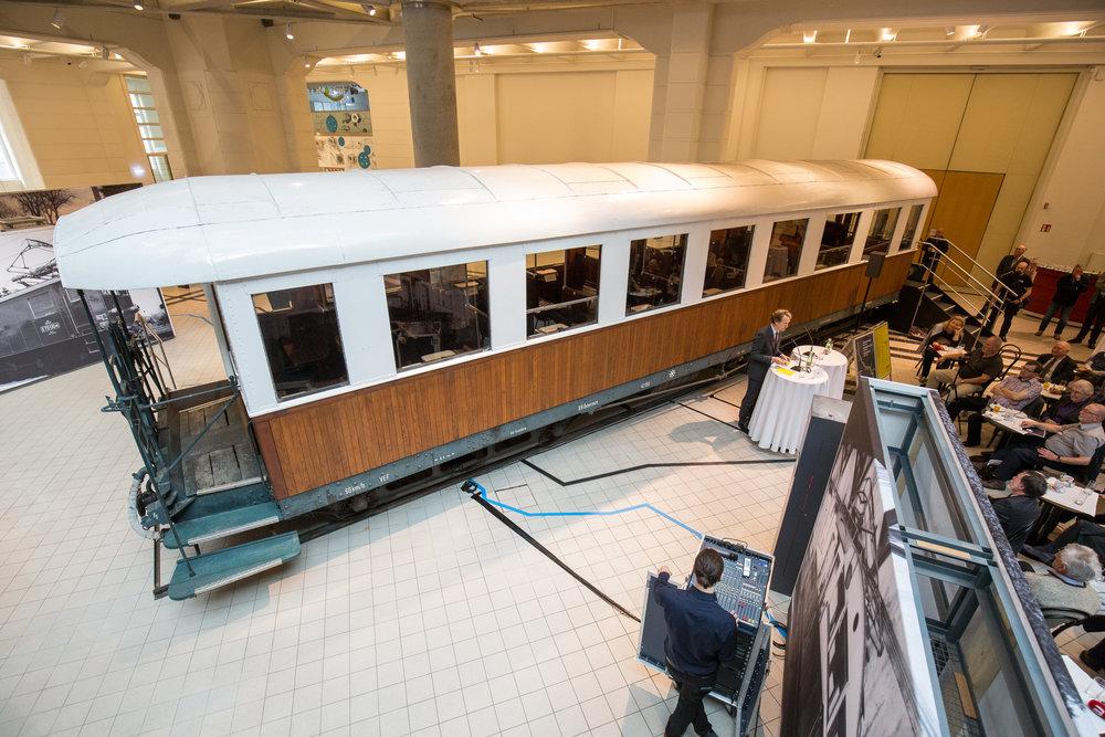 Diaľkový osobný vozeň L.W.P. Ringhoffer BCa 1201, ako najhlavnejší exponát reprezentujúci Viedenskú električku. (Foto: apa-fotoservice.at)