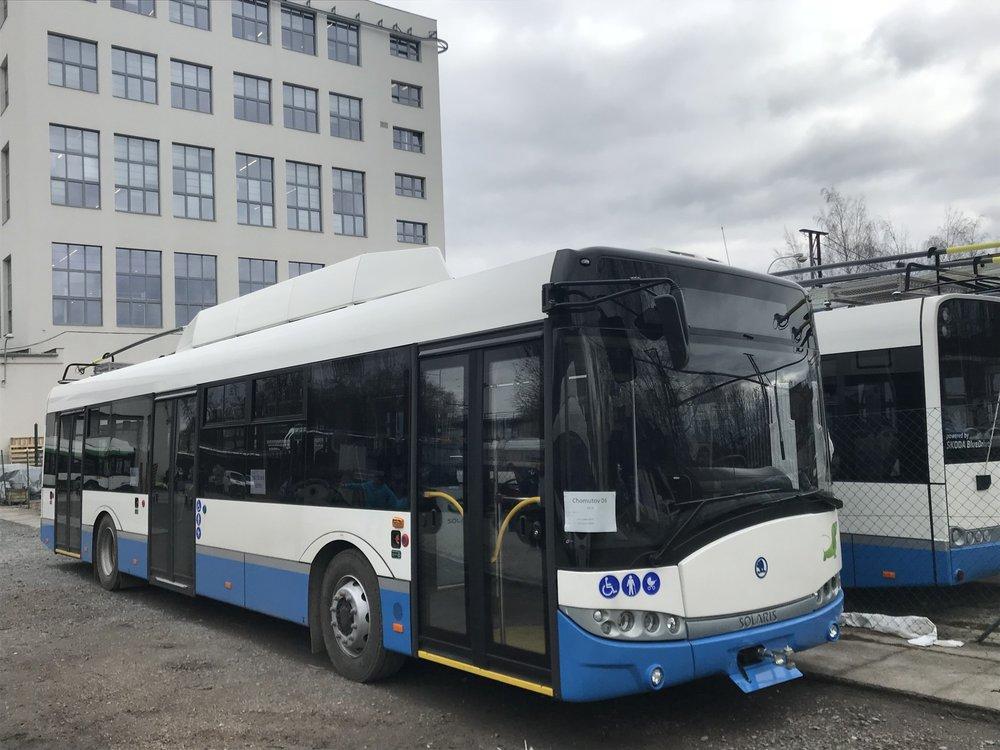 Trolejbus Škoda 26 Tr pro Chomutov v areálu Škody Electric. (foto: DPCHJ)