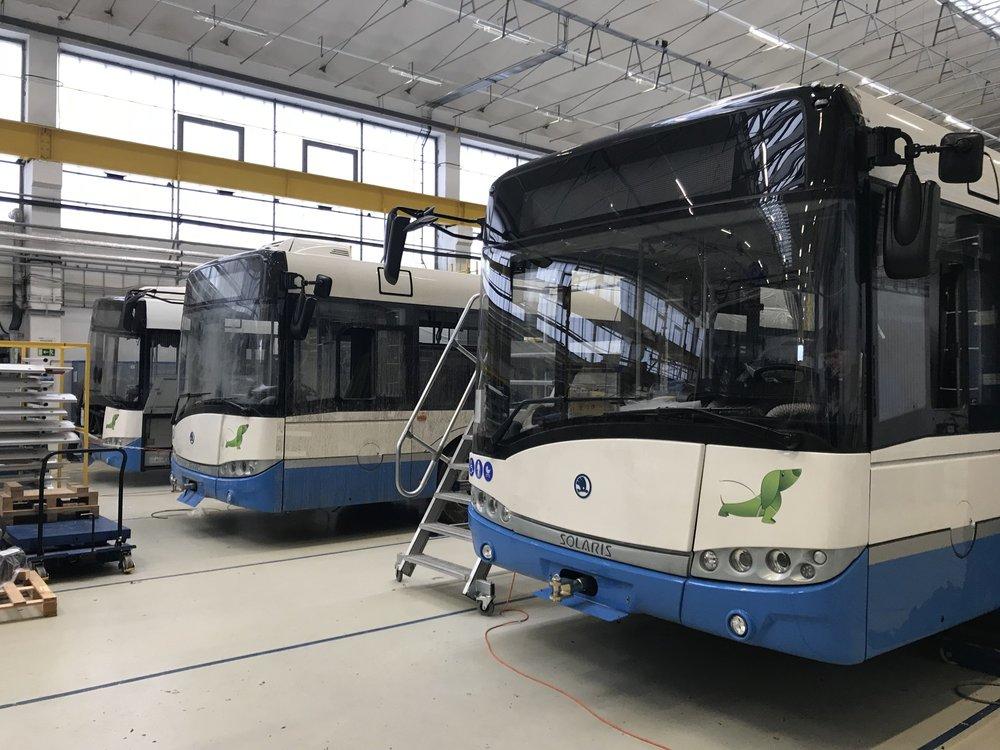 Výroba trolejbusů v plzeňské Škodovce. (foto: DPCHJ)
