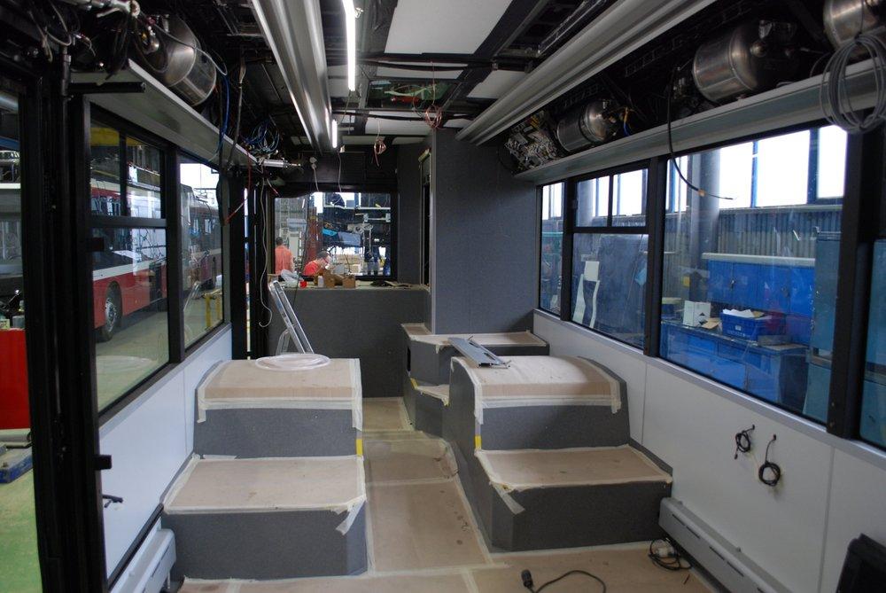 Pohled do rozpracovaného interiéru elektrobusu EBB20.(foto: Libor Hinčica)
