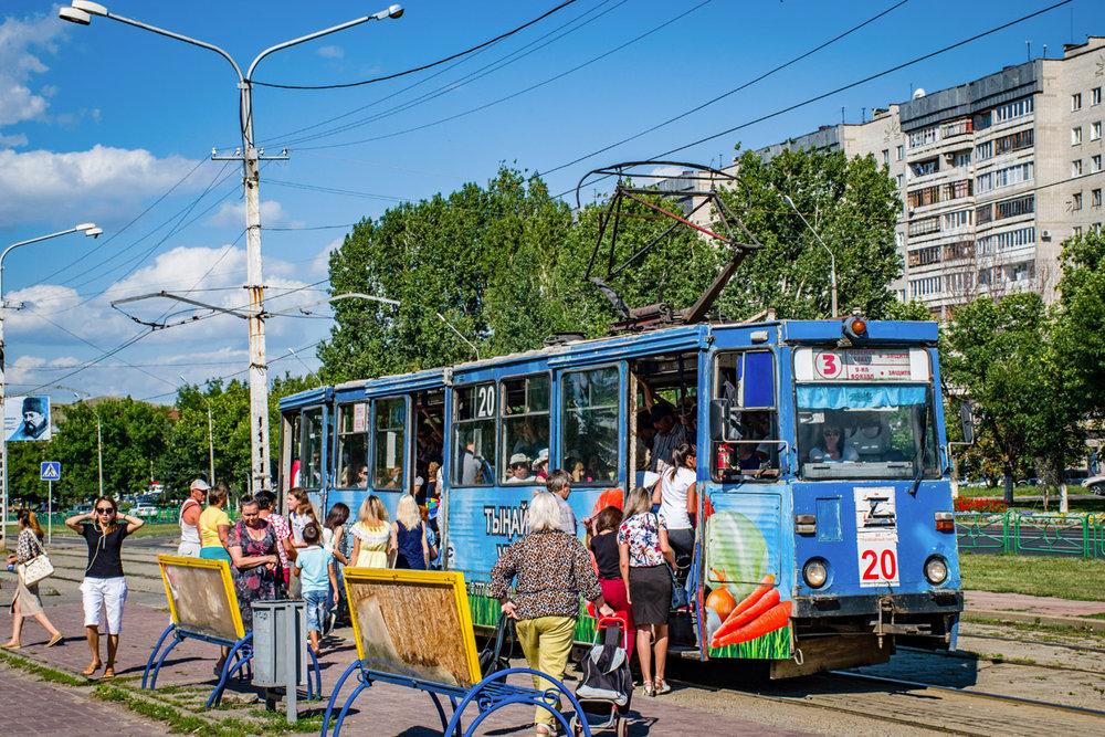 Letní atmosféra v Usť-Kamenogorsku na ulici Kazachstan na snímku z 8. srpna 2017. (foto: Valerij Kozlov)