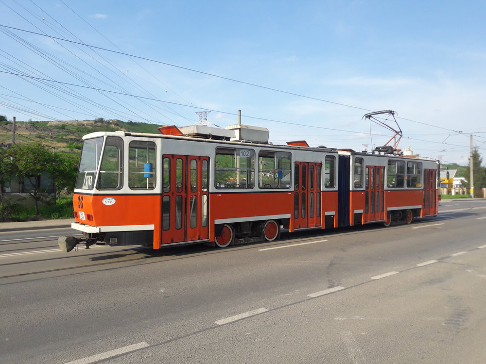 Tatra KT4DC ev. č. 28 na lince č. 102 u konečné UNIMET NORD.