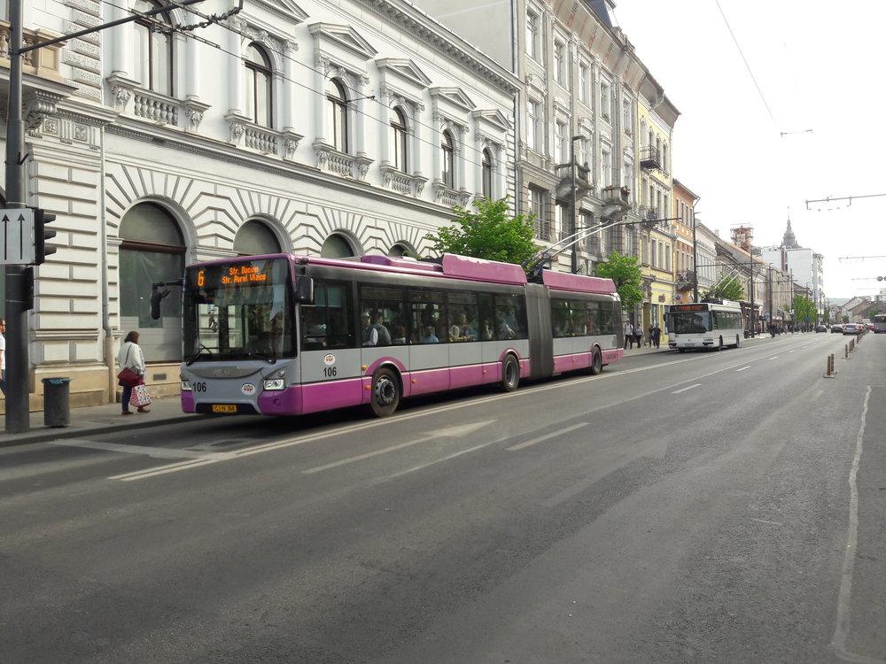 Trolejbus Astra Town 118 v centru Kluže (23. 4. 2018).