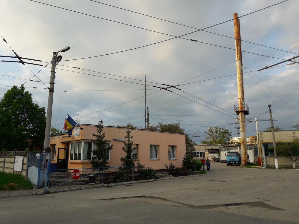 Vjezd do trolejbusové vozovny (24. 4. 2018).
