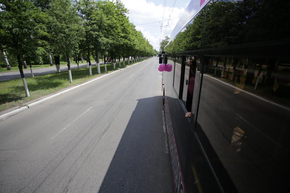 Na cestu s cestujícími se trolejbusy vydaly hned po skončení slavnosti, a to i s balónky.(foto: město Kremenčuk)