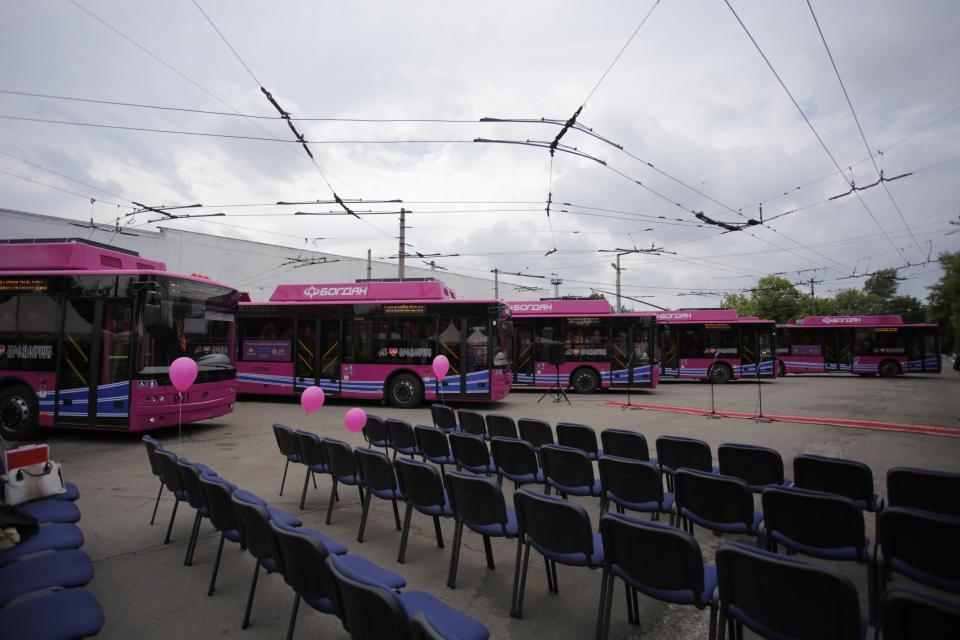 Snímek před zahájením páteční akce. Primátor města označil příchod trolejbusů za započetí revoluce na poli přepravy osob.(foto: město Kremenčuk)