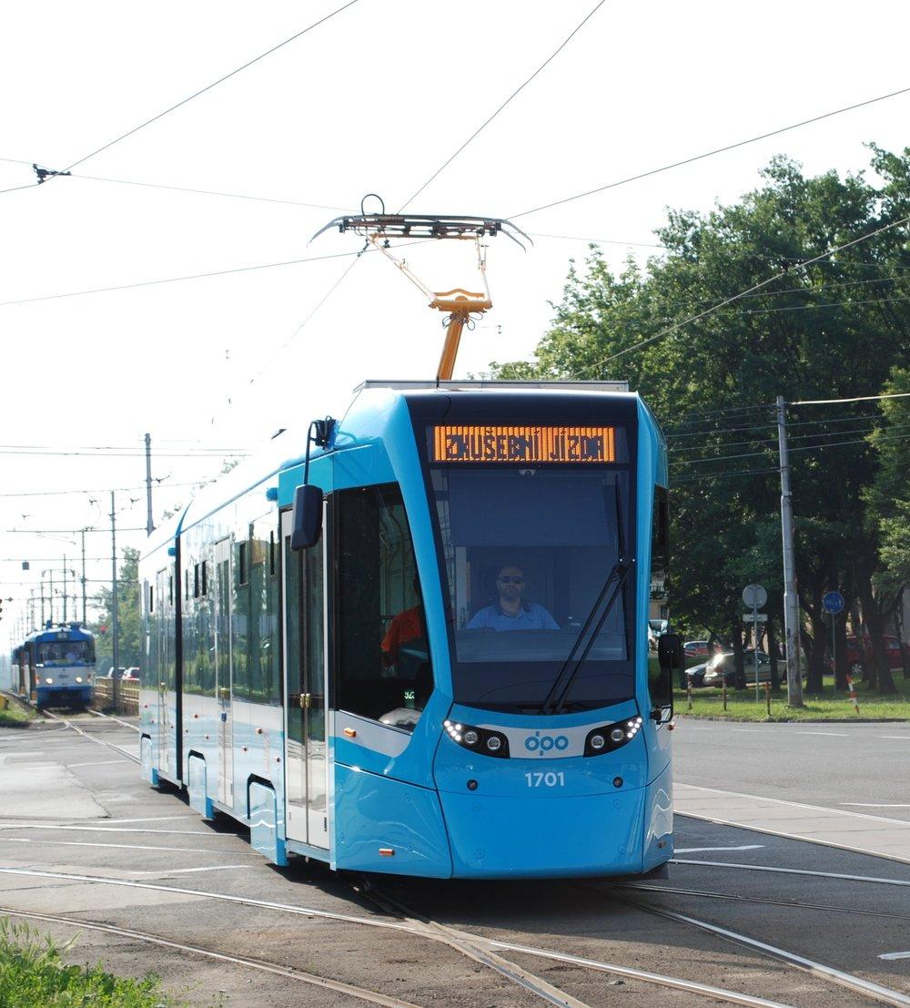 Dokumentační fotografie z křižovatky ulic Martinovské a Opavské s vozem Stadler Tango NF2 pro Ostravu. (foto: Libor Hinčica)