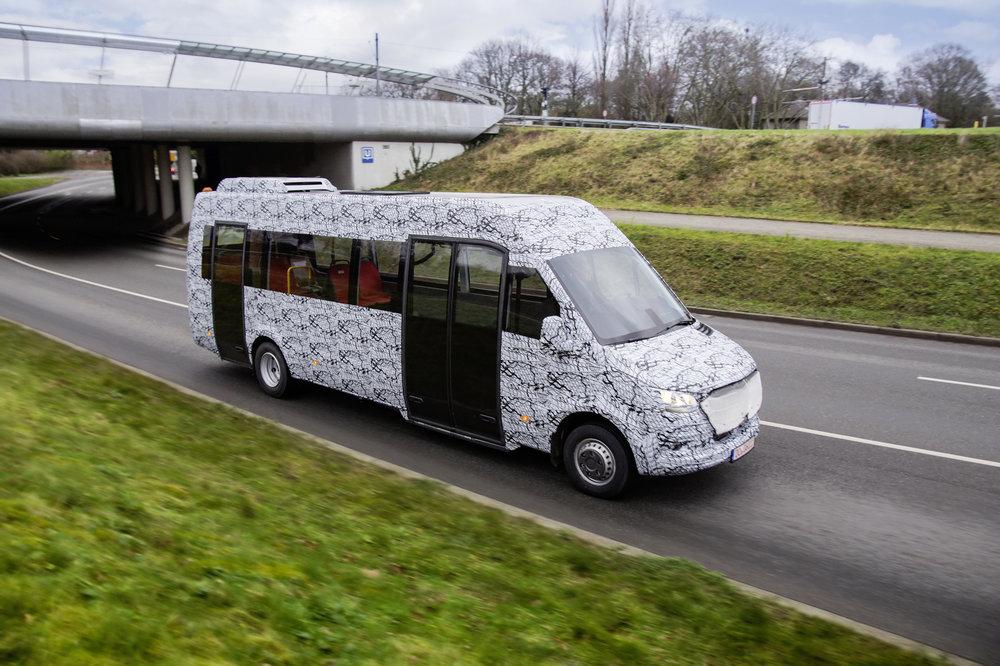 Mercedes-Benz ukázal první fotografie nového minibusu Sprinter v prodloužené verzi. (foto: Mercedes-Benz Minibus GmbH)