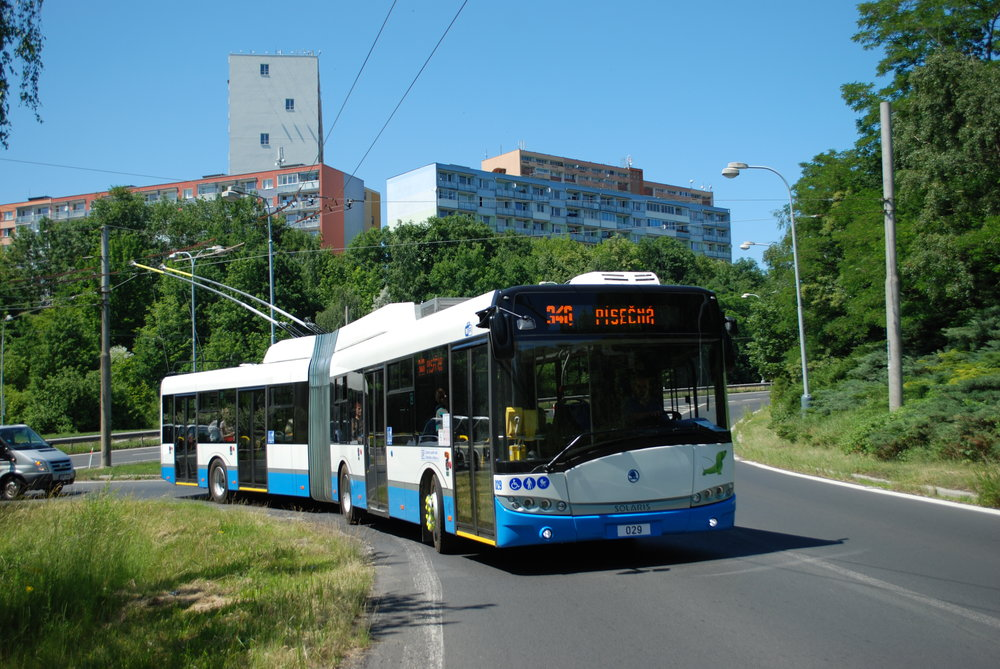 Trolejbus Škoda 27 Tr ev. č. 029 v Chomutově. (foto: Libor Hinčica)