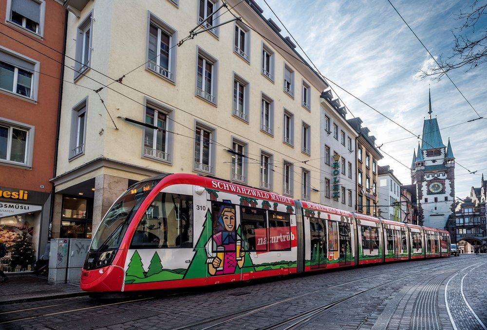 Již 12 vozů CAF jezdí v německém Freiburgu. Ten si nyní dokoupí dalších 5 vozů.(foto: CAF)