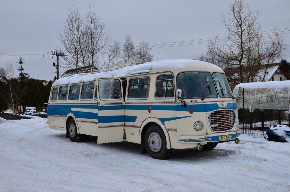 Takto vypadal autobus Škoda 706 RTO po převzetí Arrivou Morava v roce 2015. Ačkoli vůz na první pohled působí kompletně a zachovale, vyžadoval již kompletní opravu... (foto: Arriva Morava)