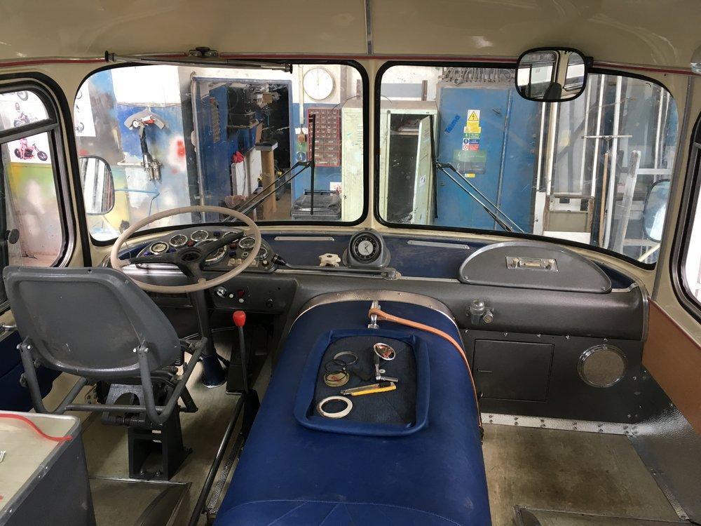 Stanoviště řidiče rekonstruovaného autobusu Škoda 706 RTO LUX dopravce Arriva Morava.(foto: Arriva Morava)