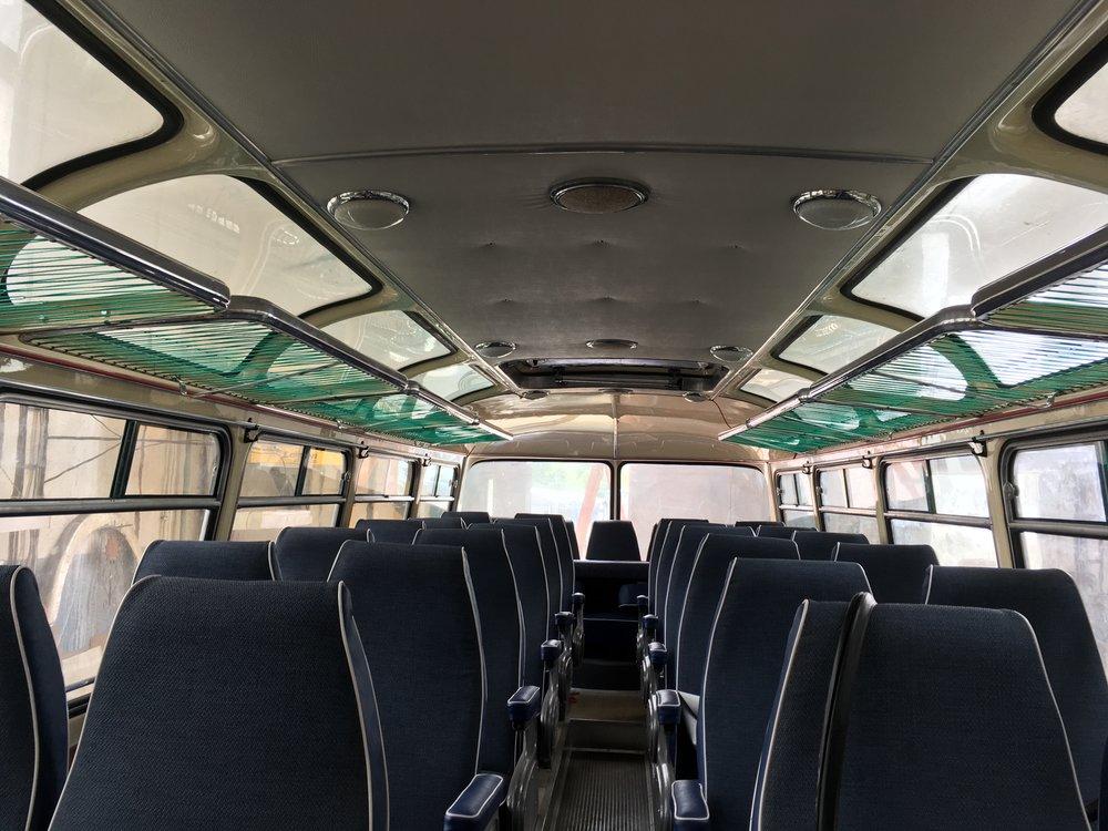 Pohled do interiéru precizně zrekonstruovaného autobusu.(foto: Arriva Morava)