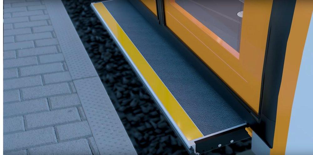 Vozidlo bude vybaveno výsuvnou plošinkou pro překonání mezery mezi nástupištěm nástupní hranou vozidla. (zdroj: Stadler)