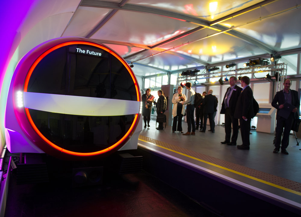 Ještě jeden pohled na představu Siemensu o možné podobě souprav metra pro Londýn z roku 2013. Takto odvážné by však nové vozy pro Londýn být neměly. (zdroj: Siemens)
