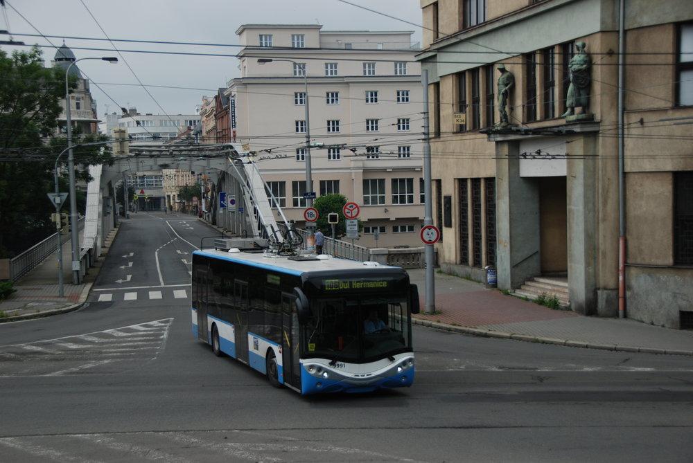 Prototyp trolejbusu výrobce AMZ během zkoušek v Ostravě. Téměř identicky by měly vypadat nové trolejbusy Ursus City Smile 12T pro Lublin. (foto: Libor Hinčica)