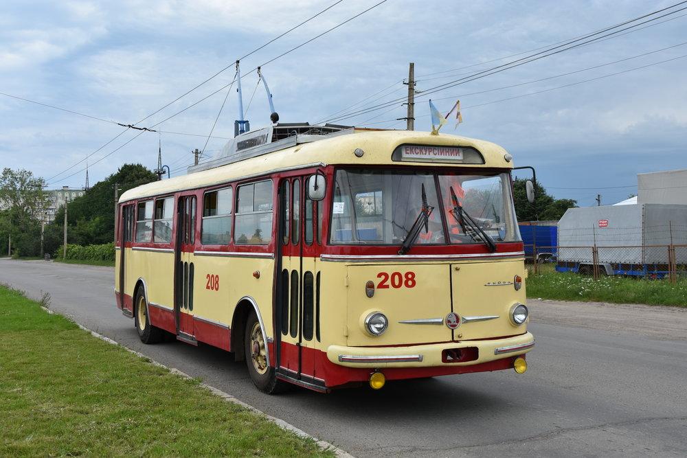 Krásně zrestaurovaný trolejbus Škoda 9 Tr ev. č. 208 je možné si pronajmout na zvláštní jízdu. Trolejbus zároveň plní roli historického vozidla. (foto: Libor Hinčica)