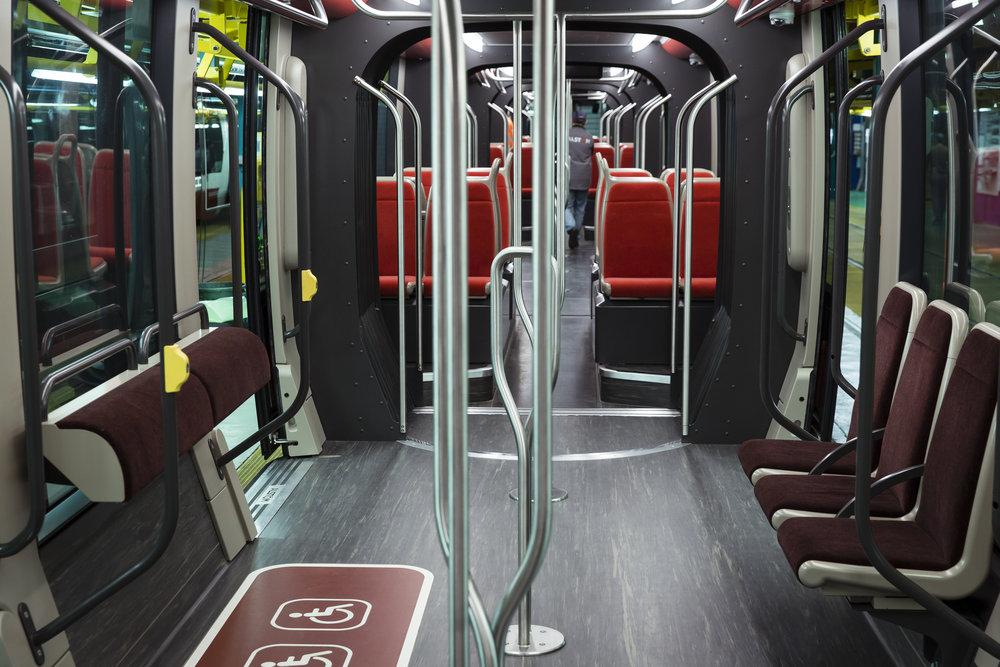 Pohled do interiéru vozu Citadis X05. (foto: Alstom)