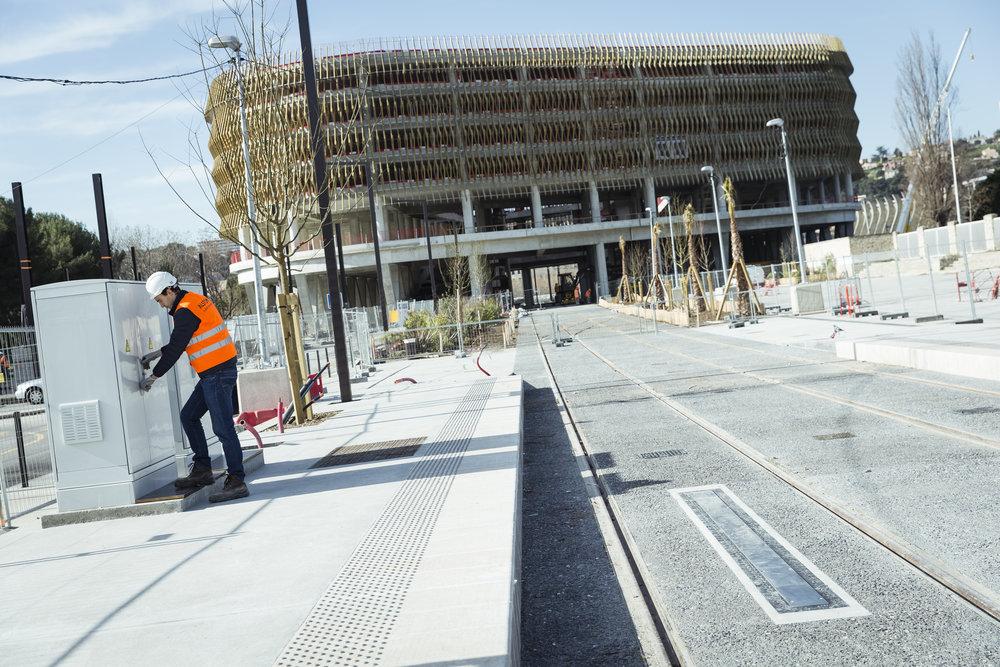Nabíjecí systém SRS, díky kterému je celá trasa linky 2 bez trolejového vedení. (foto: Alstom)