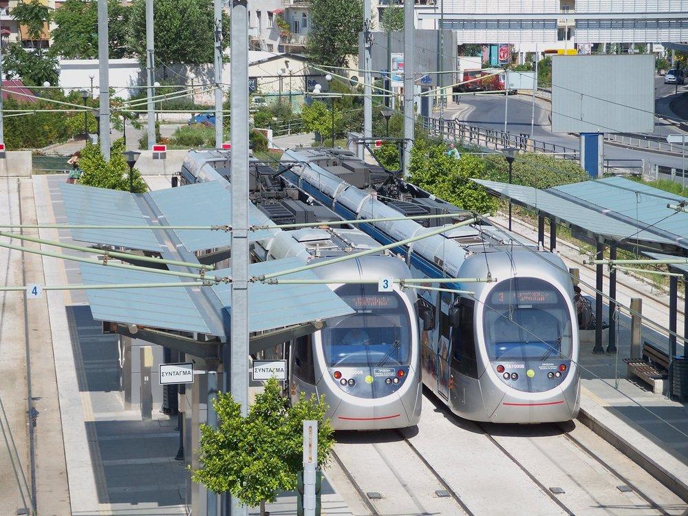 V současné době jsou v Athénách provozovány tramvaje Sirio od italského výrobce AnsaldoBreda. (zdroj: Wikipedia.org)