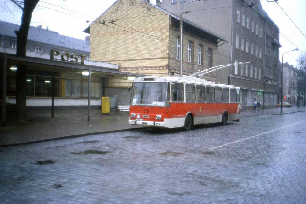 Nejbližším trolejbusovým provozem je dnes pro Berlín Eberswalde. Do roku 1995 to byla Postupim, odkud pochází i tento snímek s vozem Škoda 14 Tr. V Berlíně jezdily trolejbusy do roku 1973. (zdroj: Wikipedia.de)