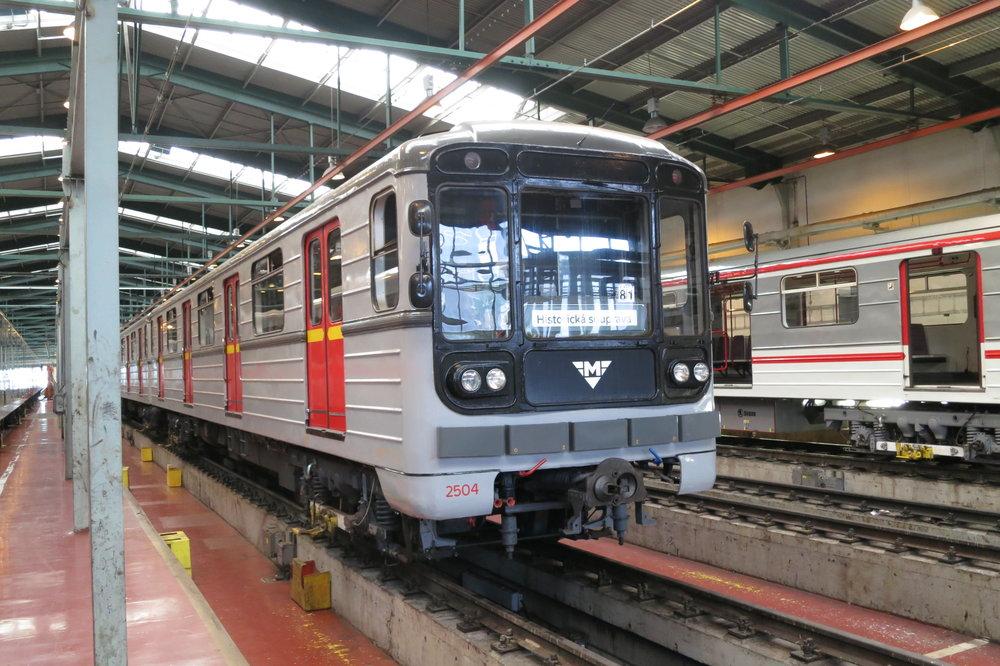Metro 81-71 bylo částečně vyvíjeno dle náročných požadavků Prahy pro provoz na trase A. (foto: Jiří Sedláček, zdroj: Wikipedia.org)