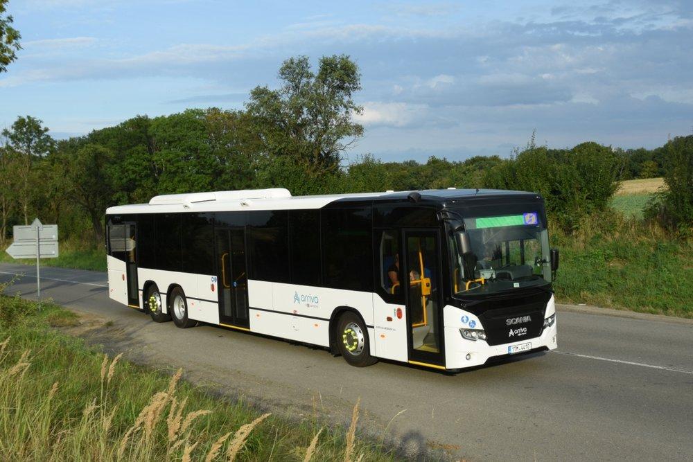 Autobus Scania Citywide LE v 15m provedení pro dopravce Arriva Morava. Jedná se o první vůz vybavený celobarevným LED informačním panelem od společnosti BUSE.(foto: Arriva Morava)