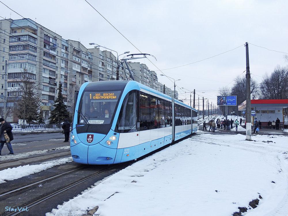 Na snímku z 21. března 2018 vidíme tramvaj typu KT4UA «VinWay». (foto: Star Val)