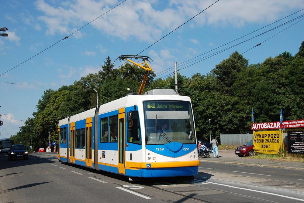Inekon se proslavil v oblasti dodávek tramvají zejména vozidly s obchodním jménem Trio. Ta dodával do Ostravy a Olomouce a v obousměrném provedení také do USA. (foto: Libor Hinčica)