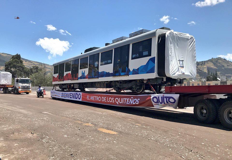 První souprava metra dorazila do Quita ze Španělska 6. září 2018. (foto: 2x Metro de Quito)