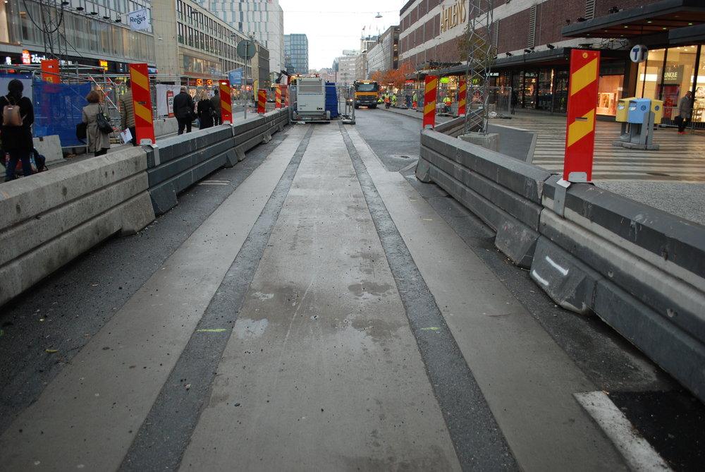 Takto vypadala příprava na tramvajovou trať v centru města v říjnu 2017. (foto: Libor Hinčica)