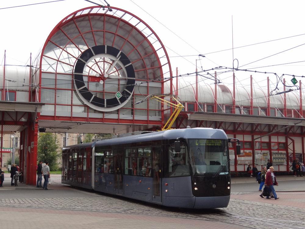 Prototyp tramvaj EVO2 v Liberci u terminálu Fügnerova. (foto: Petr Dvorský)